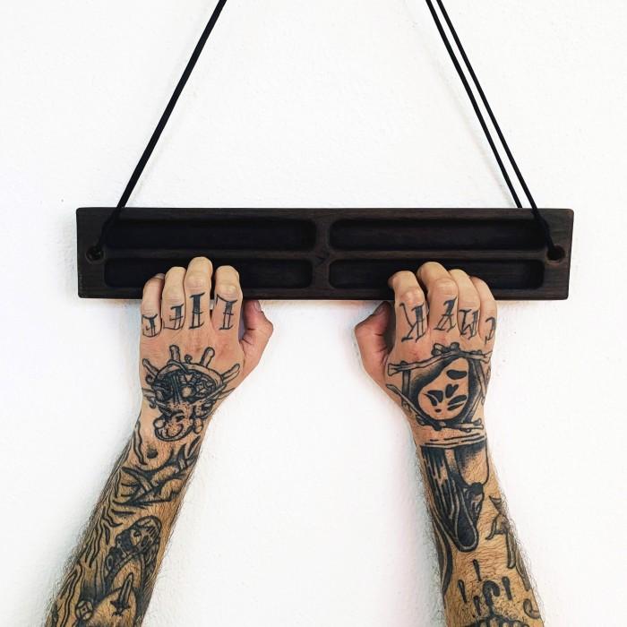 Yaki portable hangboard